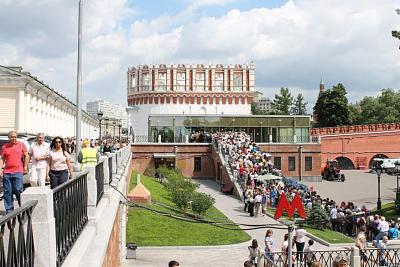 Нажмите на изображение для увеличения Название: Очередь на экскурсию в Кремль.jpg Просмотров: 311 Размер:99.0 Кб ID:300